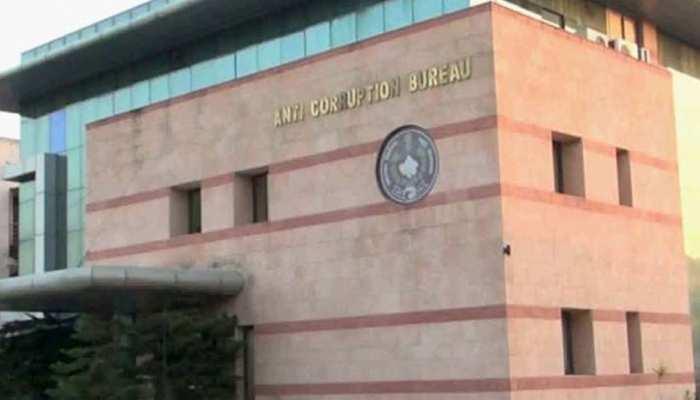 राजस्थान: विधायक राजेन्द्र सिंह विधूड़ी को 50 लाख की घूस देते हुए थानेदार को ACB ने किया गिरफ्तार