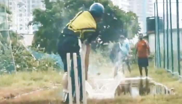 सचिन के हाथ में बैट हो तो बारिश भी हो जाती है बेअसर, देखें हैरान करने वाला VIDEO