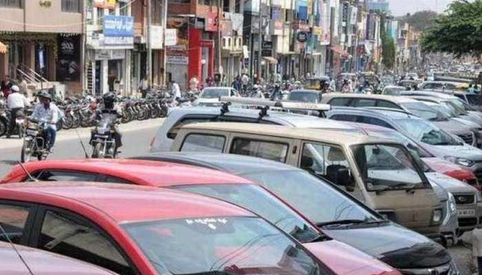 दिल्ली: आप भी फुटपाथ पर गाड़ी पार्क करते हैं तो हो जाइए सावधान, सरकार लगाने जा रही है पाबंदी