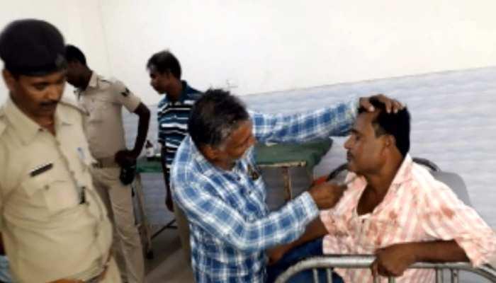 बिहार: नशे की हालत में स्कूल पहुंचा शिक्षक, ग्रामीणों ने की जमकर धुनाई