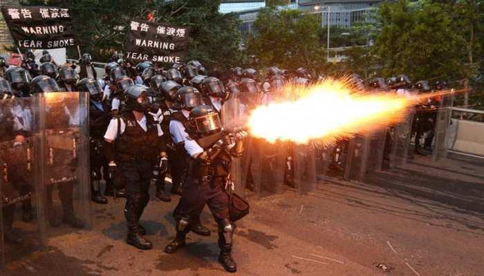 जैसे ही युवक ने कहा- हांगकांग चीन का हिस्सा है, तभी चेहरा ढके लोगों ने उसे पकड़ा और फिर...