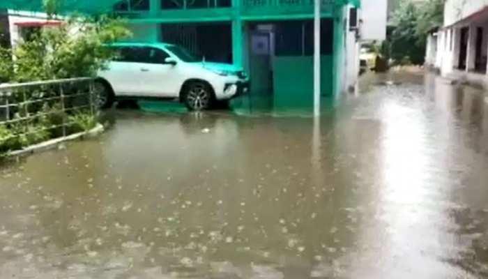 बिहार: उपमुख्यमंत्री सहित 2 पूर्व मुख्यमंत्रियों के घरों में घुसा पानी