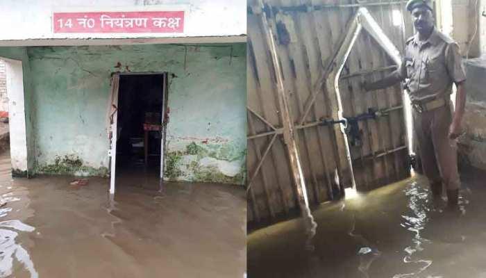 Heavy Rainfall: उत्तर प्रदेश में जारी है मौसम की मार, बलिया जेल में घुसा बारिश का पानी