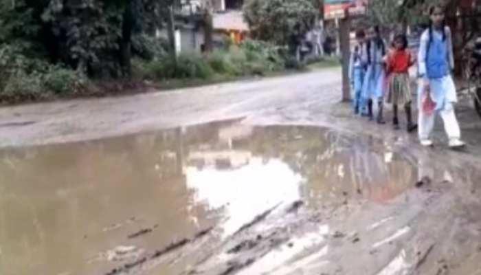 झारखंड: जानलेवा बन चुकी है गढ़वा से गुजरने वाली सड़क, जर्जर हाल में है NH