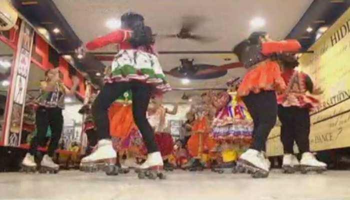 नवरात्र के दौरान गुजरात में गरबा की धूम, सूरत में बच्चों ने स्केटिंग गरबा कर सबको किया हैरान