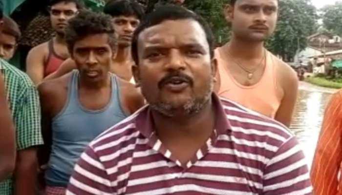 पाकुड़: जलजमाव के कारण भड़के ग्रामीण, लोगों ने शुरू किया आंदोलन