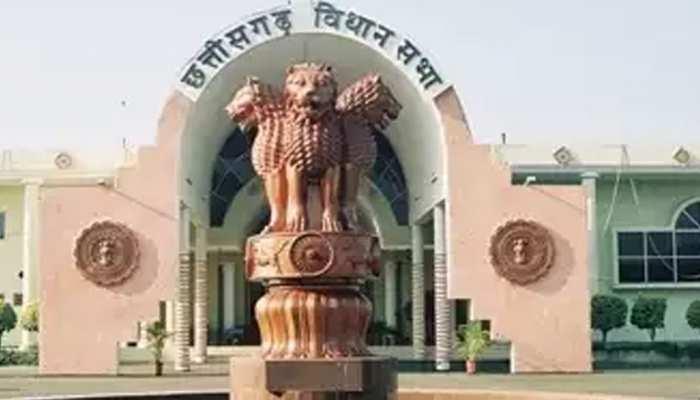 रायपुर विधानसभा: शराबबंदी को लेकर सदन में हंगामा, पक्ष और विपक्ष आपस में भिड़े