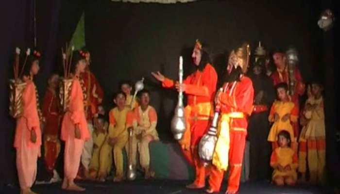 अल्मोड़ा: 159 सालों से हो रहा इस रामलीला का मंचन, सिर चढ़कर बोल रहा है रामलीला का जादू