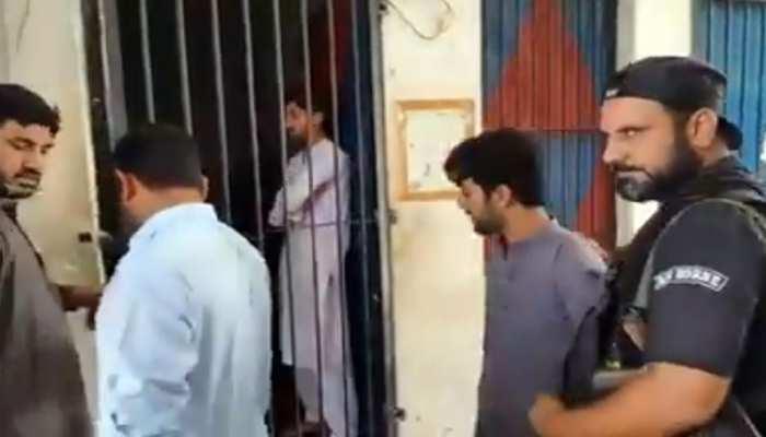 पाकिस्तान में गैर इस्लामिक तरीके से काट दी दाढ़ी, तो पकड़ लिए गए 4 हज्जाम...