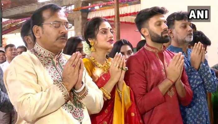 VIDEO: सज-धज कर नुसरत जहां पहुंची दुर्गा पंडाल, पति निखिल के साथ की महाअष्टमी पूजा