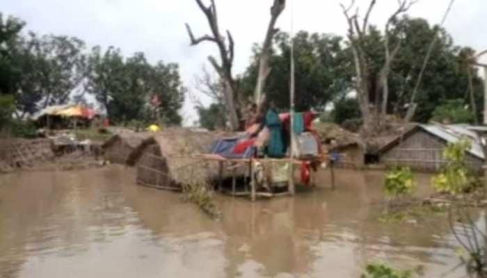 बिहार: भागलपुर में घट रहा गंगा का जलस्तर, लेकिन कम नहीं हो रही लोगों की मुश्किलें