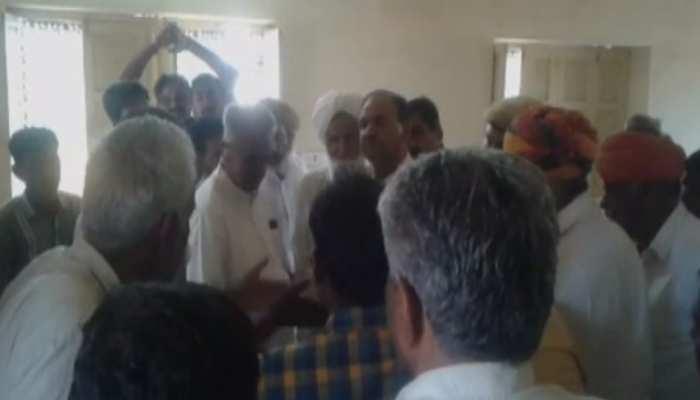 सेतरावा को पंचायत समिति बनाने को लेकर ग्रामीणों और विधायक में हुई तीखी नोकझोंक