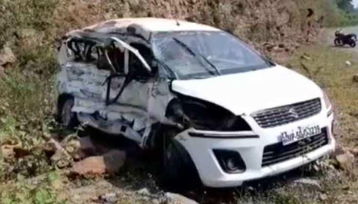 MP: सगाई में जा रहे परिवार की कार को ट्रक ने टक्कर मारी, 4 की मौत, 3 घायल