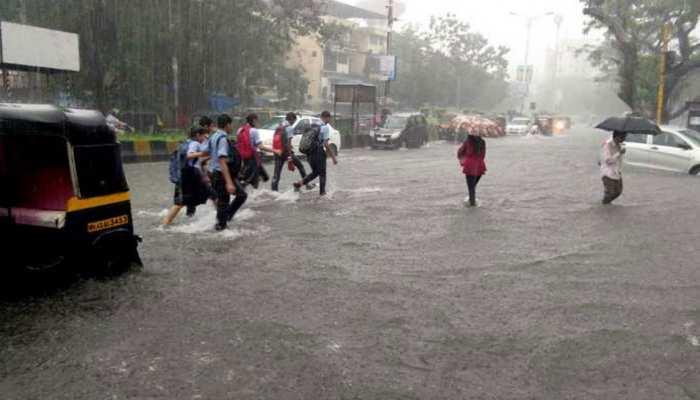हैदराबाद में आईसीयू में घुसा पानी, भारी बारिश से जीवन अस्त-व्यस्त