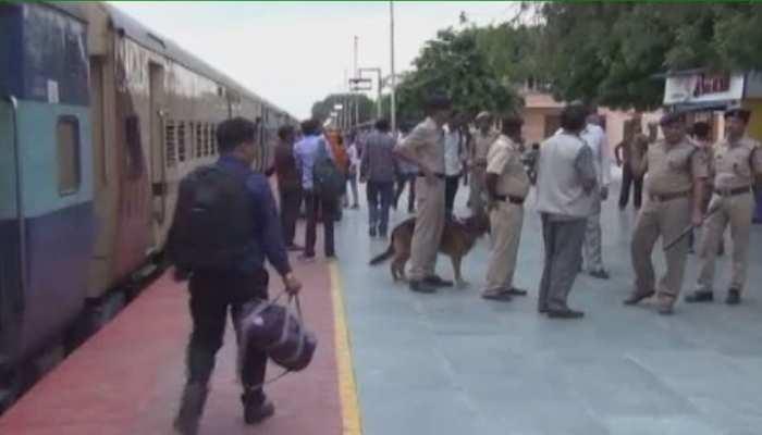 त्योहारों के चलते बॉडर एरिया में सतर्क हुई पुलिस, बाड़मेर रेलवे स्टेशन पर बढ़ाई गई सुरक्षा