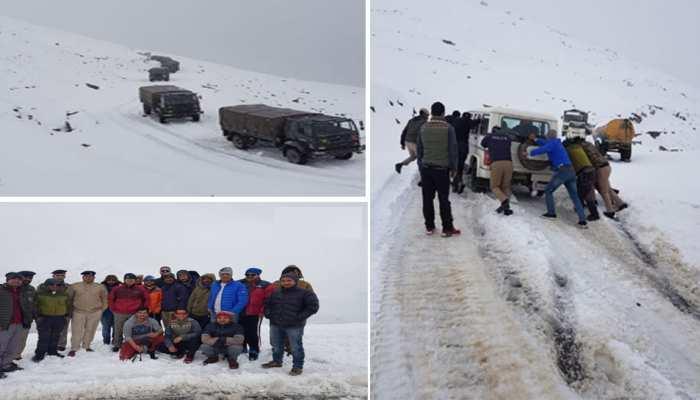 रोहतांग में बर्फबारी के चलते वाहनों में फंसे थे 200 लोग, हिमाचल पुलिस ने किया रेस्क्यू