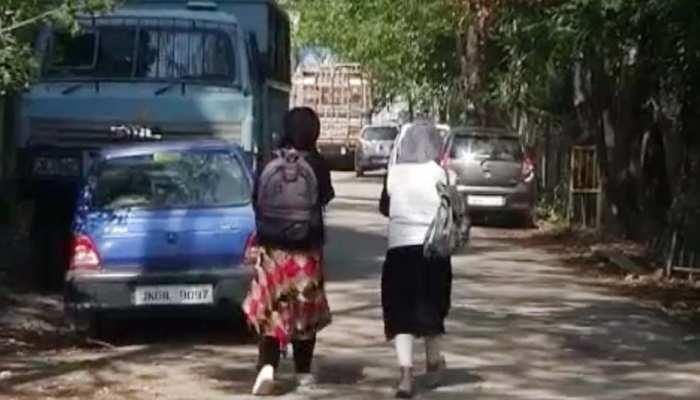 श्रीनगर में खुले स्कूल, छात्रों ने कहा- बिगड़े हालात हमेशा बच्चों का भविष्य बिगाड़ते हैं