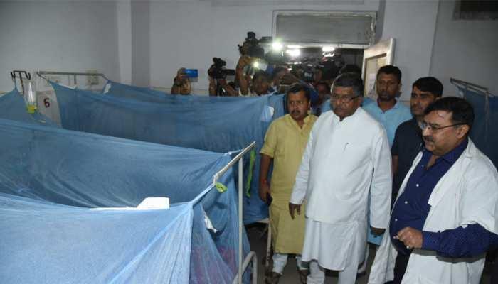 पटना बारिश: PMCH पहुंचे केंद्रीय मंत्री रविशंकर प्रसाद, डेंगू वॉर्ड का लिया जायजा