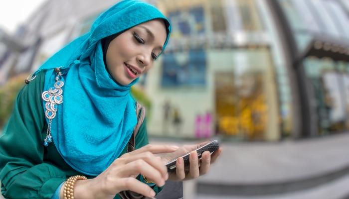 जम्मू कश्मीर में तेजी से सामान्य हो रहे हैं हालात, आज चालू हो सकते हैं 40 लाख मोबाइल फोन