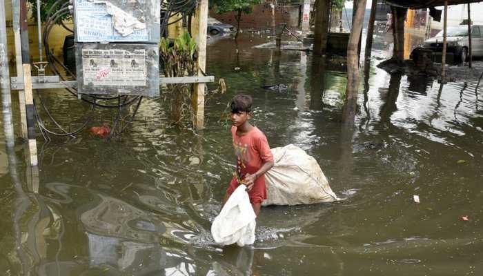पटना बारिश: अगर आपके घर या मोहल्ले में अभी भी जमा है पानी तो इस नंबर पर करें कॉल