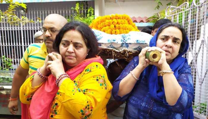 बिहार: आरा की दो बहनों ने पेश की मिसाल, पिता की चिता दी मुखाग्नि