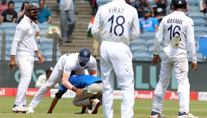 IND vs SA: फिर टूटा सुरक्षा घेरा, इस बार रोहित शर्मा का फैन पहुंचा मैदान के बीच