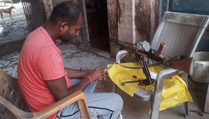 पटना: जलजमाव के कारण थाने की हुई दुर्गति, पानी से फाइलें और हथियार तक हुए बरबाद