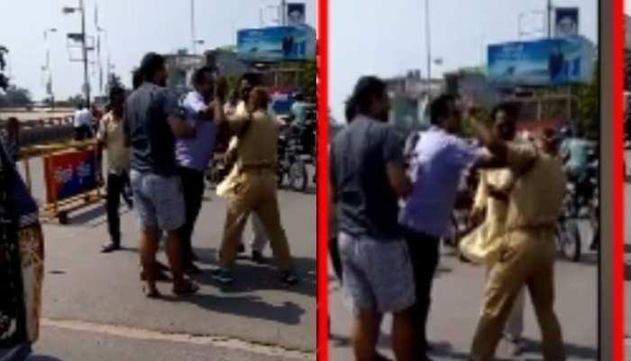 मोतिहारी में दबंगों के हौसले बुलंद, सरेआम ट्रैफिक सिपाही की जमकर की पिटाई