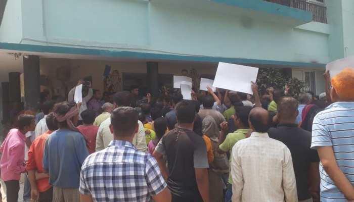 जलजमाव से नाराज राजेन्द्र नगर के लोगों ने घेरा अपने पड़ोसी और डिप्टी सीएम सुशील मोदी का घर