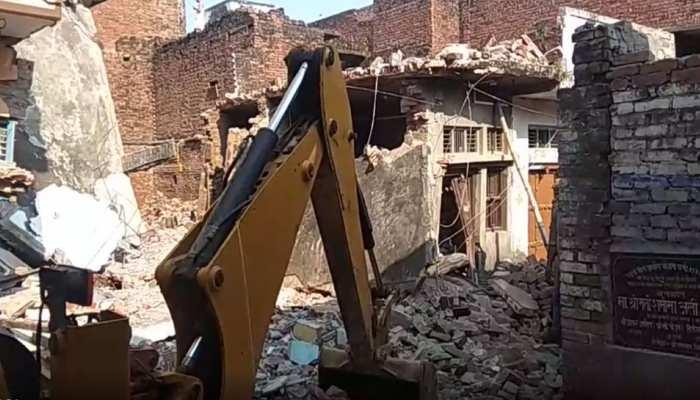 मऊ में बड़ा हादसा, सिलेंडर ब्लास्ट से गिरी 2 मंजिला इमारत, 13 लोगों की मौत, कई जख्मी