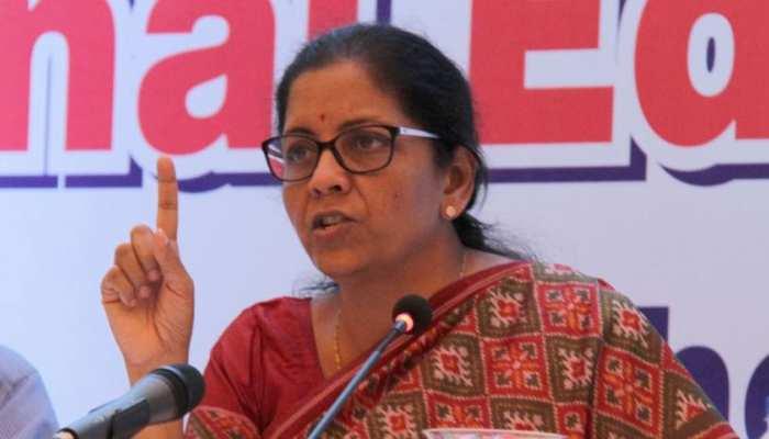 PMC घोटाले के पीड़ितों को वित्त मंत्री का दिलासा, किसी को नुकसान नहीं होने देंगे