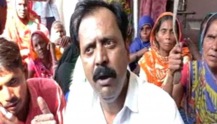 बिहार: मुआवजा नहीं मिलने पर बाढ़ पीड़ितों ने किया बवाल, सीओ दफ्तर में की तालाबंदी