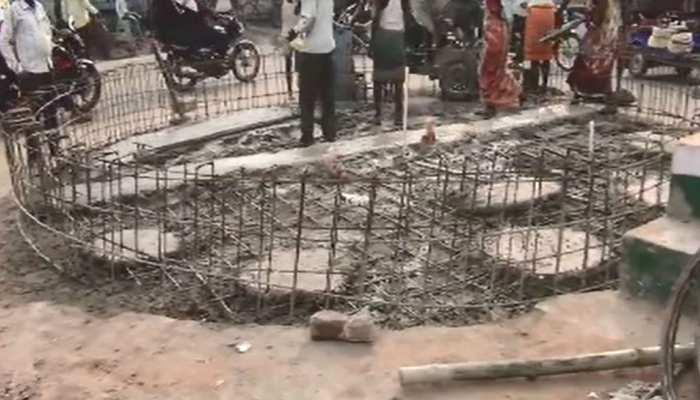 मुंगेर: सौन्दर्यीकरण के नाम पर 122 साल पुराना जुबली वेल दफन, लोगों में आक्रोश