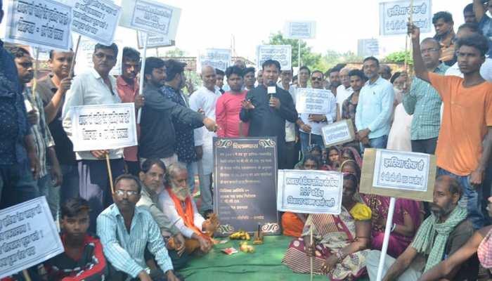 झारखंड: 17 साल में भी चालू नहीं हुई रेल लाइन, शिलान्यास कर लोगों ने जतायी नाराजगी