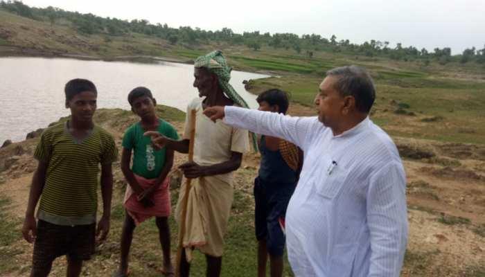 बिहार: बांका के इस 70 साल के बुजुर्ग की 'तालाब क्रांति' ने सूखे खेतों में ला दी हरियाली