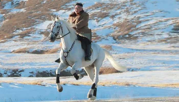 उत्तरी कोरियाई नेता किम ने 'पवित्र पर्वत' पर दौड़ाया सफेद घोड़ा