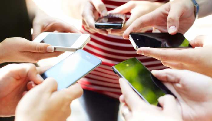 मोबाइल यूजर्स कृपया ध्यान दें: कहीं आपको भी तो नहीं हो गई है ये बीमारी