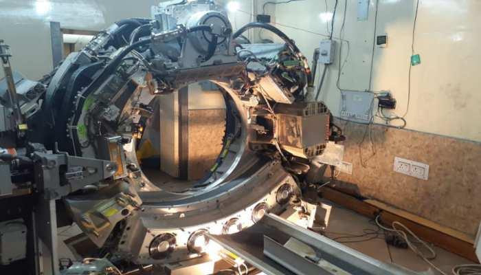 पटना: जलजमाव के बाद बेकार हुई करोड़ों की मशीन, टल रहा मरीजों का ऑपरेशन