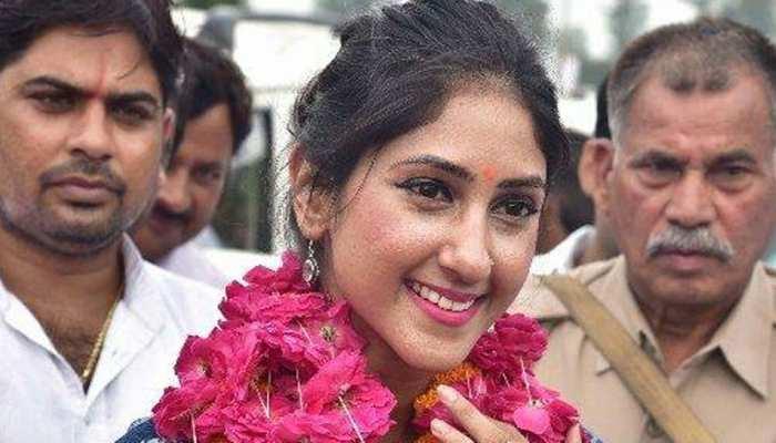 कभी जिस कांग्रेस MLA की उड़ी थीं राहुल गांधी से शादी की खबरें, उन्होंने अचानक की CM योगी से मुलाकात