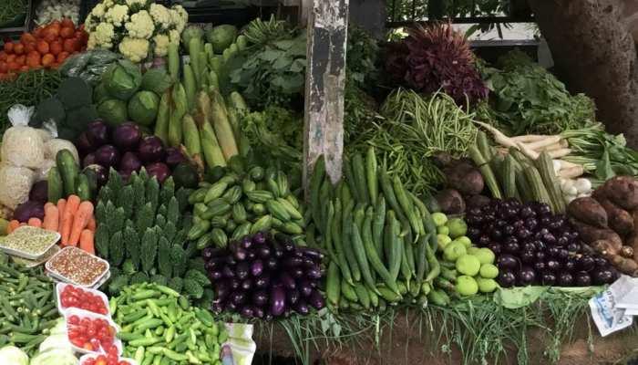 हरी सब्जियां हुईं 'लाल', किलो का भाव पूछकर पाव में खरीद रहे लोग