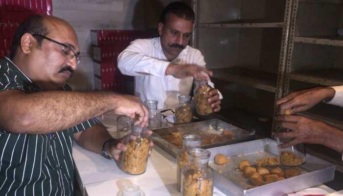 दिवाली पर नकली और असली मिठाई की ऐसे करें पहचान, पढ़ें खबर