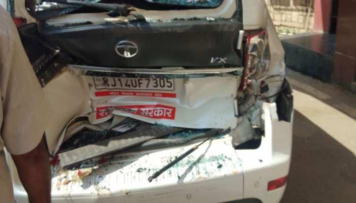 राजस्थान: ट्रोले ने मारी मंत्री की कार को टक्कर, बाल-बाल बची जान