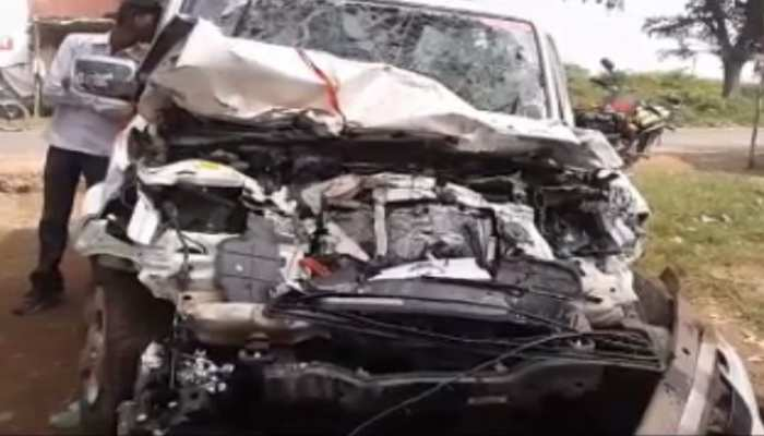 लातेहार: ट्रैक्टर- स्कार्पियो में हुई भीषण टक्कर, कार सवार 3 महिला की मौत