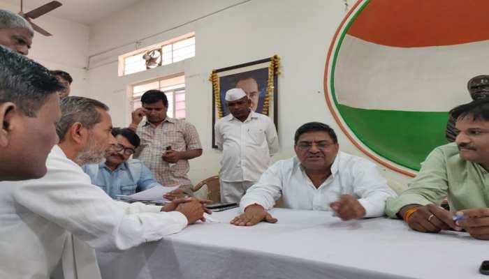 जयपुर: कांग्रेस मुख्यालय में मंत्री राजेंद्र यादव ने की जनसुनवाई, तबादलों के लेकर हुई शिकायत
