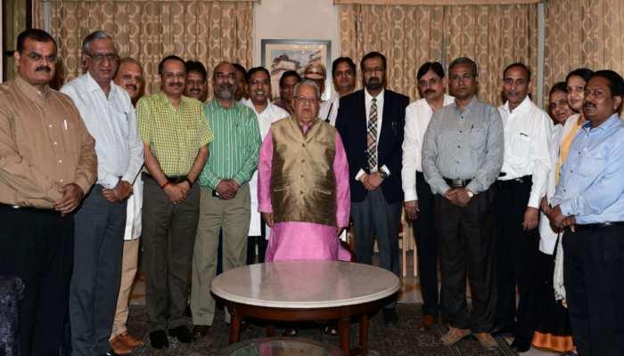 जयपुर: राज्यपाल कलराज मिश्र से मिले सवाई मानसिंह अस्पताल के चिकित्सक, मिली सीख