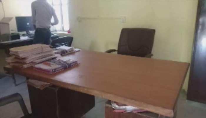 ZEE RAJASTHAN रियलिटी चेक: लाख कोशिशों के बाद भी साहब नहीं पहुंचे टाइम पर ऑफिस