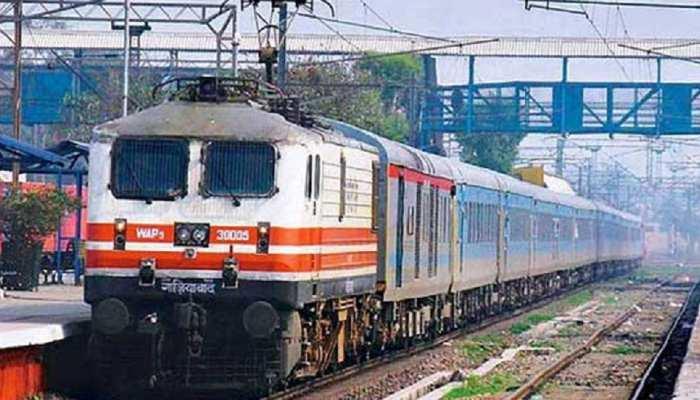 मधेपुरा: चलती ट्रेन पर चढ़ने की कोशिश में शख्स ने गंवाए दोनों पैर