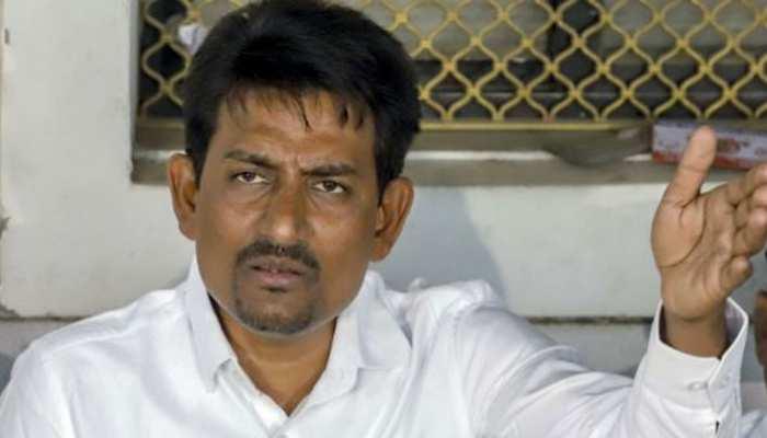 गुजरात: कांग्रेस छोड़कर बीजेपी में आए अल्पेश ठाकोर चुनाव हारे, ट्विटर पर हुए ट्रोल