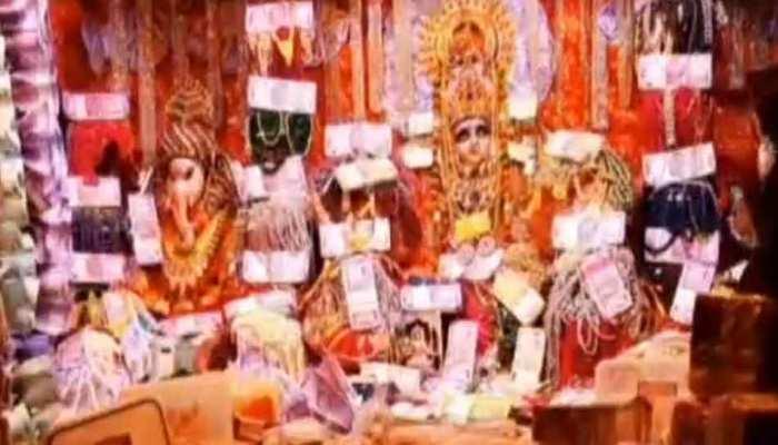 रतलाम: धनतेरस पर कुबेर का खजाना बना यह मंदिर, लोग मंदिर में रख जाते हैं अपना धन