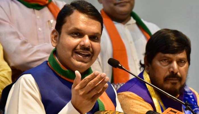 शिवसेना की आक्रामकता पर BJP की शीतलता, फडणवीस बोले- 'हम 5 साल सरकार चलाएंगे'